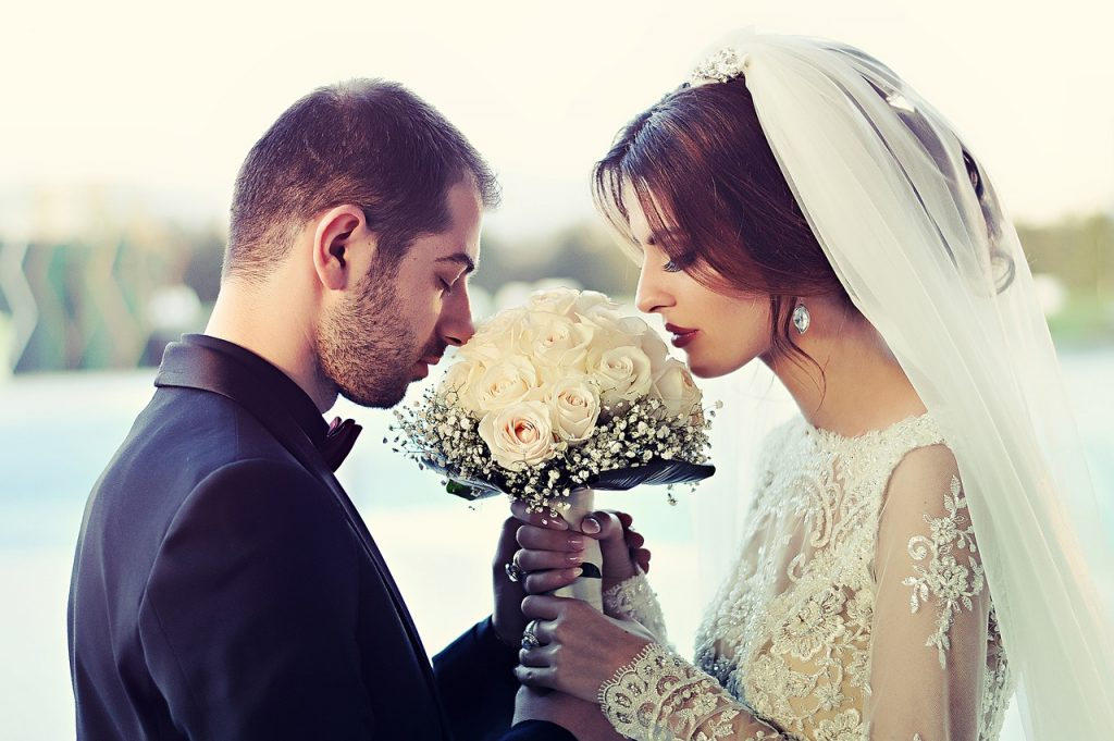 Who Is More Romantic, Men Or Women? Science Decided | Asian Date